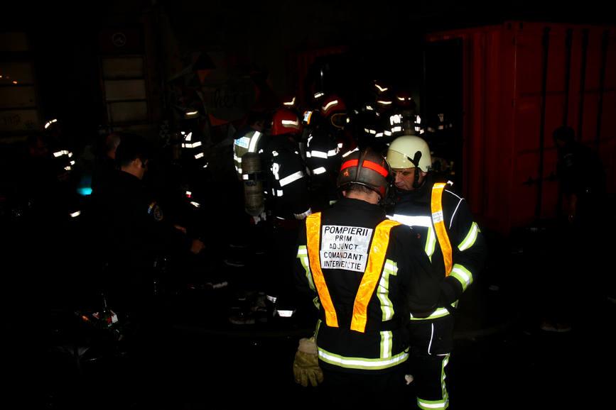 D ale  tehnocratiei   Aghiotantii lui Ciolos manjesc obrazul pompierilor  Doar in Romania  tara unde eroii de azi sunt vinovatii de maine | imaginea 2