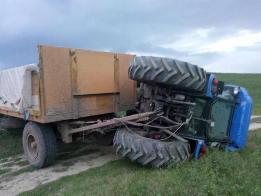 Barbat decedat dupa ce a fost calcat de tractor  la Cezieni | imaginea 1