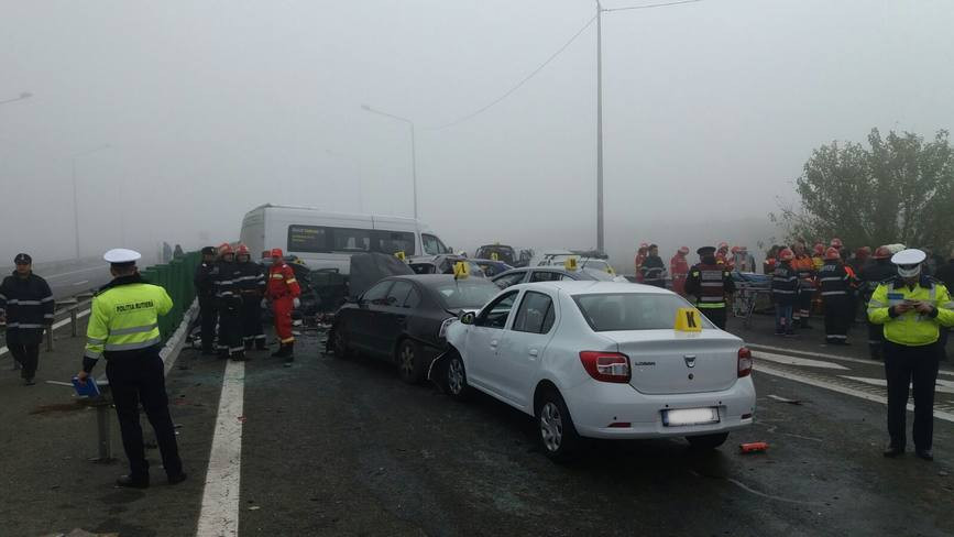 Carambol pe A2  60 de victime  3 morti si 29 de autovehicule avariate | imaginea 1