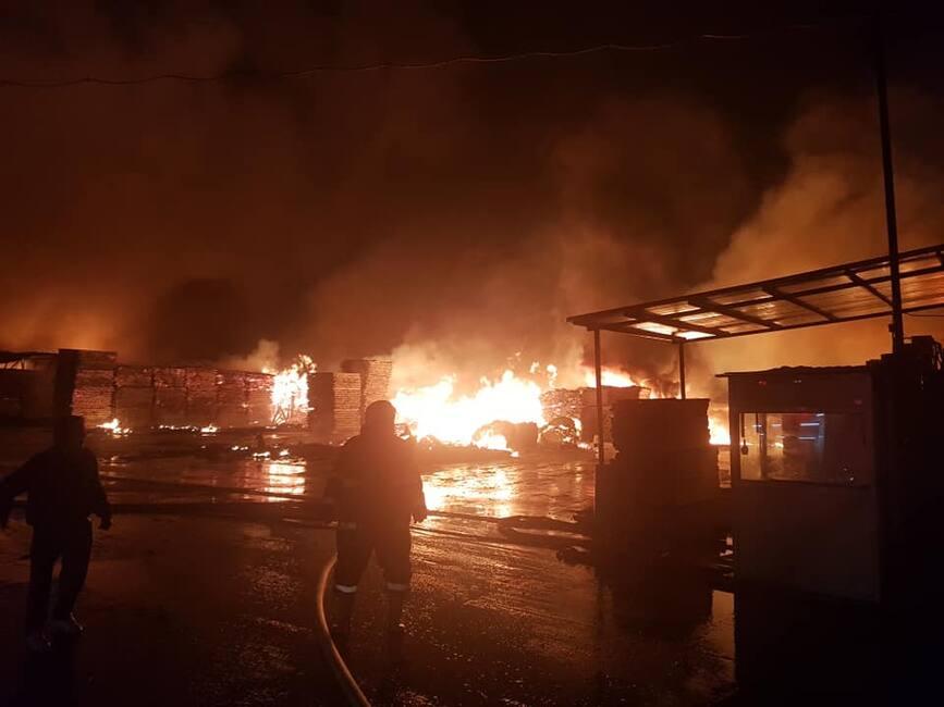 cei mai buni adidași cel mai bun serviciu calitate stabilă Agenda Pompierului: S-au luptat cu focul mai mult de 11 ore, la o ...