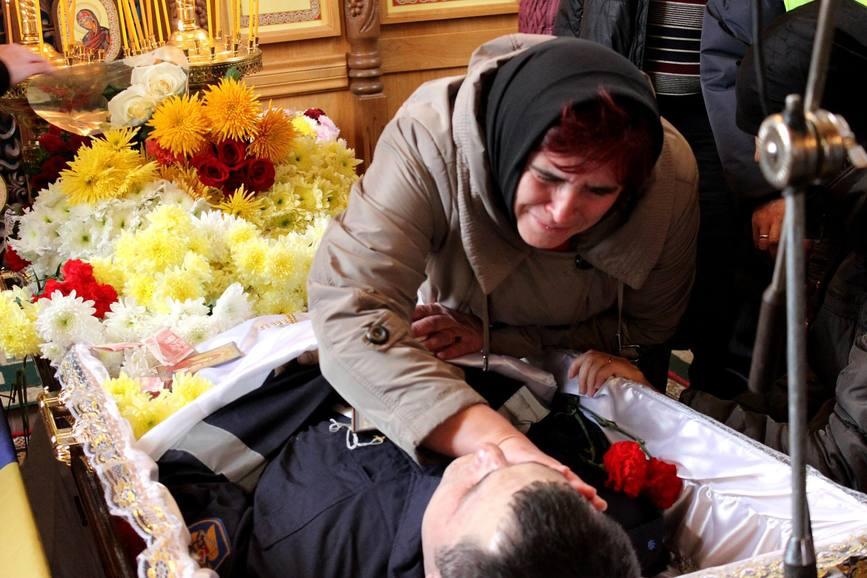 Premierul alaturi de familia si colegii Eroului cazut in misiune | imaginea 1