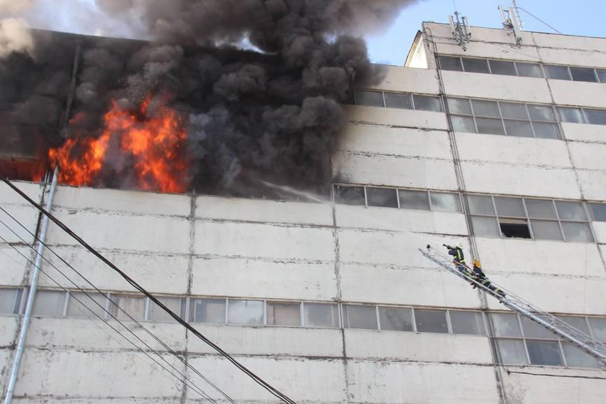 Un pompier si a pierdut viata in timpul unui incendiu de proportii | imaginea 1